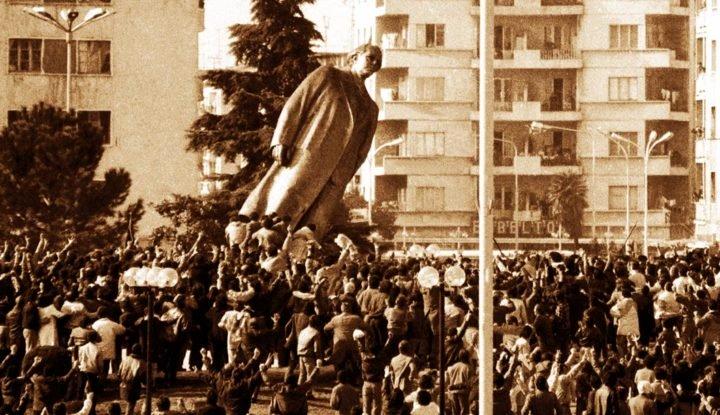 Nga Mishel Koçiu: 30 vjet më parë, kur rrëzohej qelbësira!