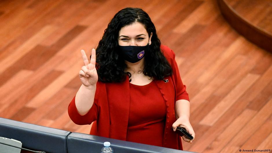Vjosa Osmani zgjidhet me 71 vota Presidente e Kosovës