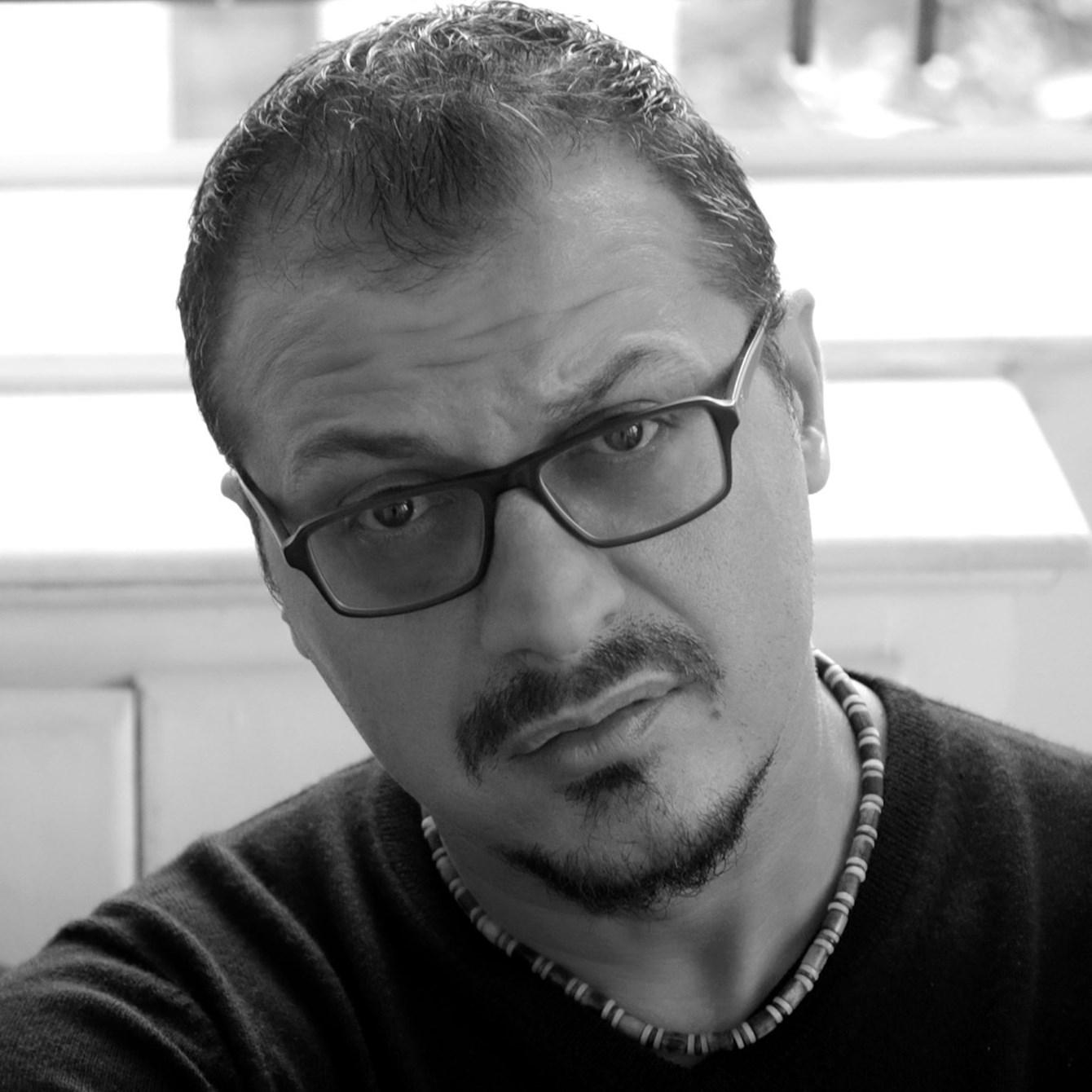 Të ndihesh i famshëm në objektivin e Genti Halit. Intervistë me fotografin shqiptar