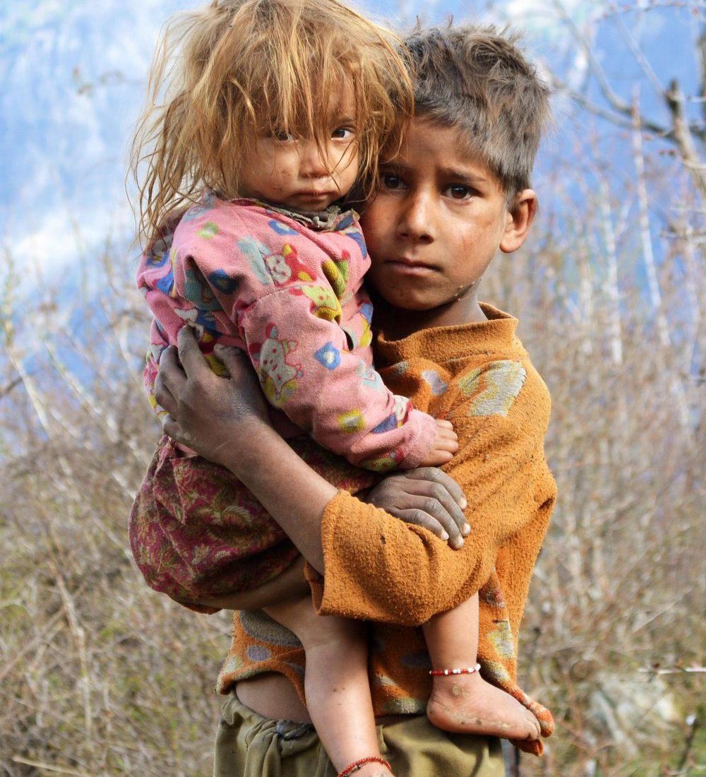 Origjina energjike e varfërisë, mesazhe të dëmshme induktuar që nga fëmijëria