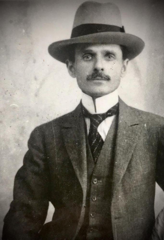 """JOURNAL DE SALONIQUE (1909) / Kur mori jetë revista """"DITURIJA"""", drejtuar nga Mit'hat Frashëri, përkrahësi më i flaktë i gjuhës shqipe"""