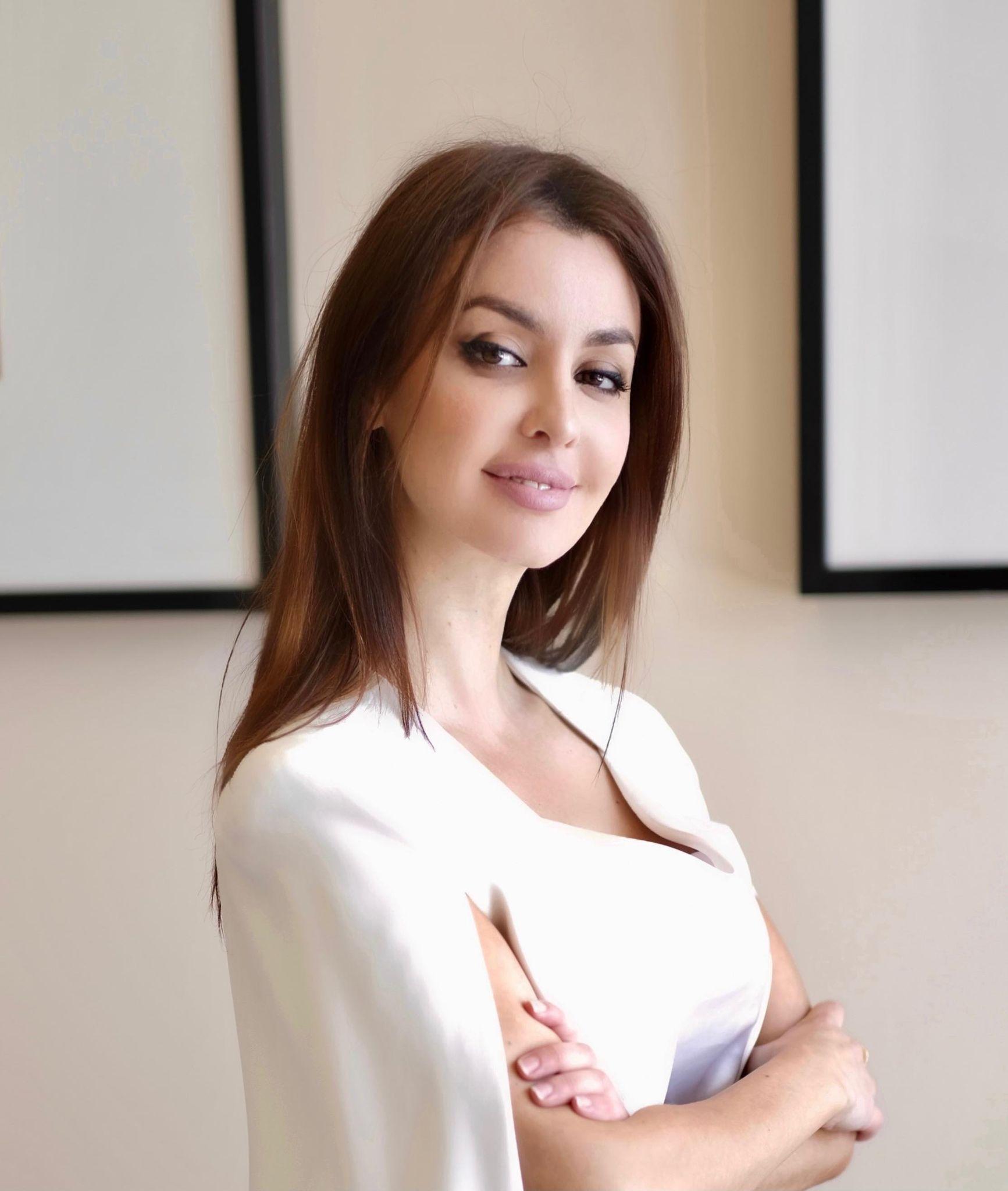 Dimensionet e një gruaje. Flet juristja shqiptare Anisa Arra