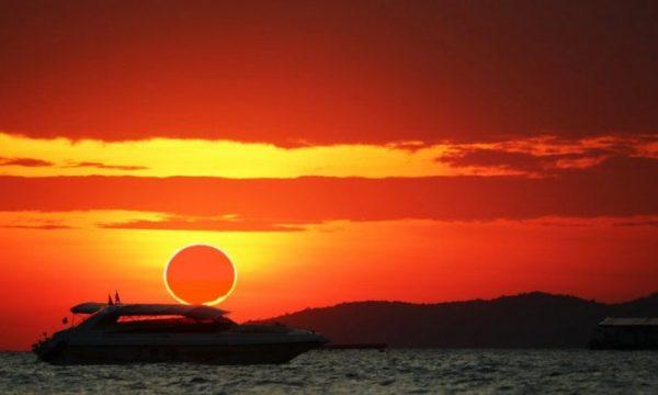 'Unaza e zjarrit', pamje spektakolare të eklipsit të diellit