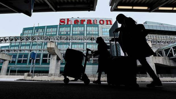 Merr fund karantina 14-ditore dhe qëndrimi në hotel për udhëtarët kanadezë plotësisht të vaksinuar